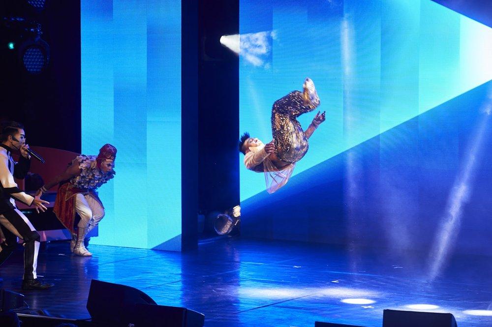 Cirque du Soleil demonstrates their skills on stage