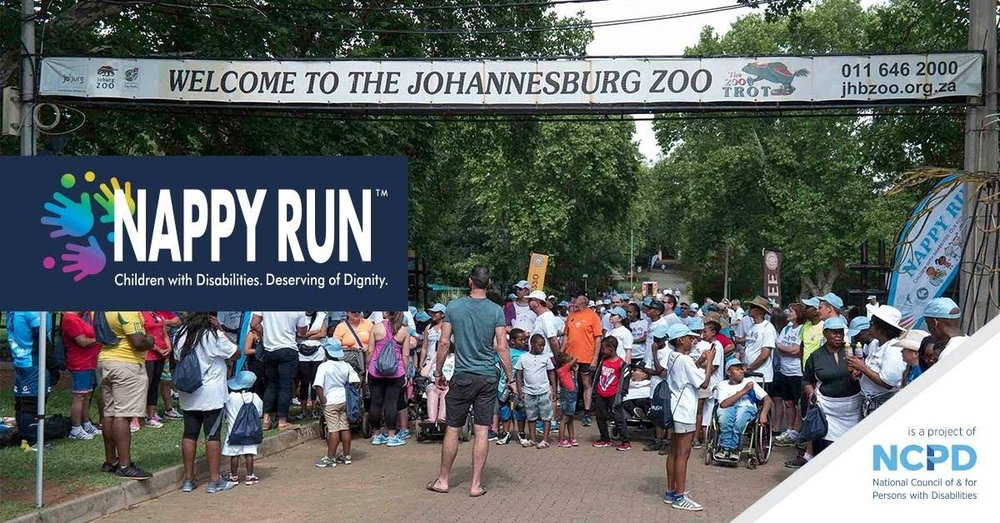 A picture of crowds at the start line of the Nappy Run in Johanessburg Zoo