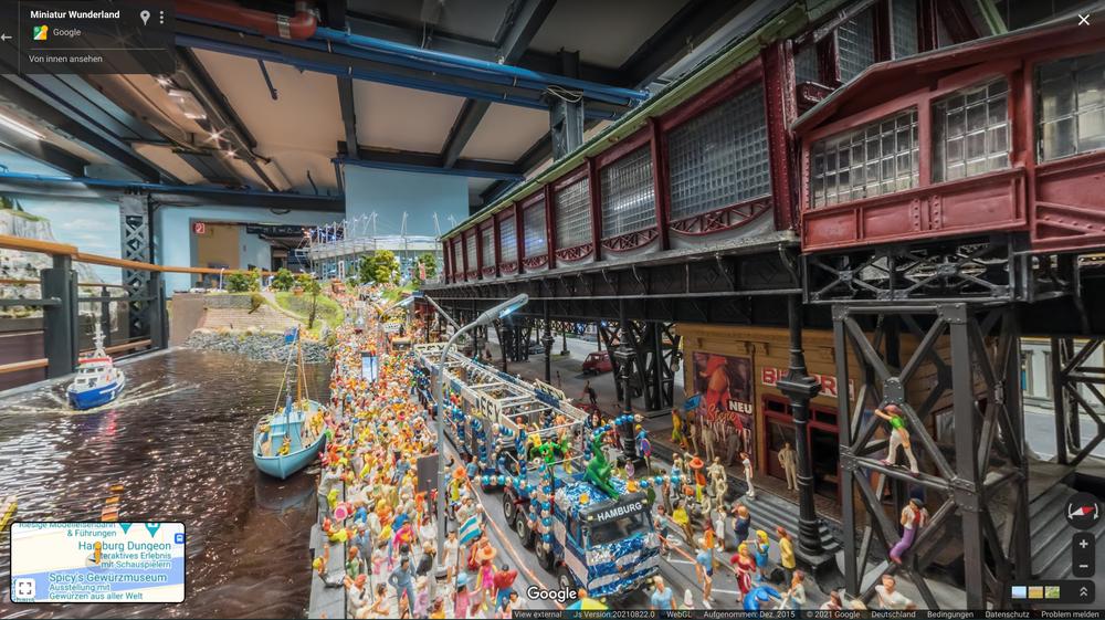 Auch am Hamburger Hafen ist einiges los: Hier feiern die Figürchen des Miniatur Wunderlands eine Parade.