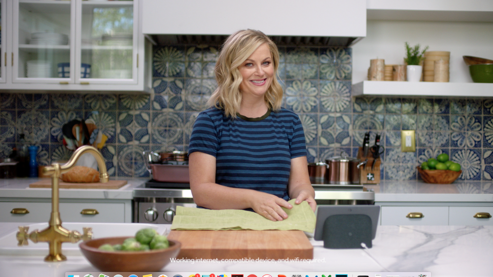 A turkey feast with a side of laughs—aka Thanksgiving hosted by Amy Poehler