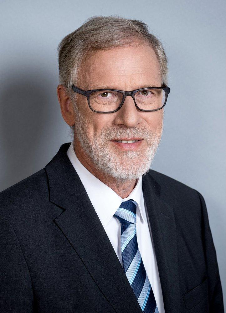 Ein Porträtfoto von Staatsminister Rainer Robra