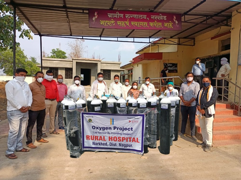 A photo showing GiveIndia and its local nonprofit partner,Sahyadri Foundation presenting oxygen supplies to a rural hospital in India