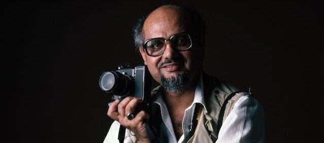 rsz_1rsz_1mohamed_amin_with_still_cameras_mohamed_amin_foundation.jpg