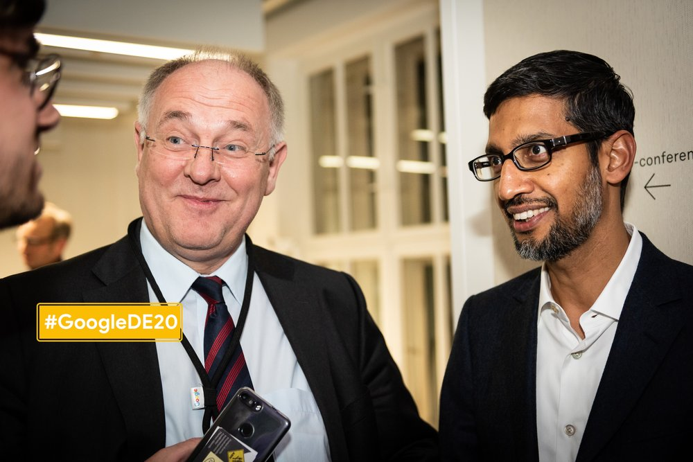 Gigaset-CEO Klaus Wessing zusammen mit Google-CEO Sundar Pichai in Berlin im Januar 2019