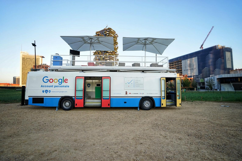 Safer Internet tour bus