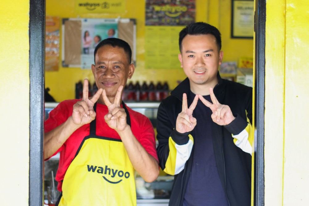 Wayhoo's founder and CEO, Peter Shearer, poses with a local warteg owner.