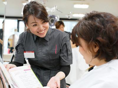 美容プラージュ 宇和島店 - 接客風景