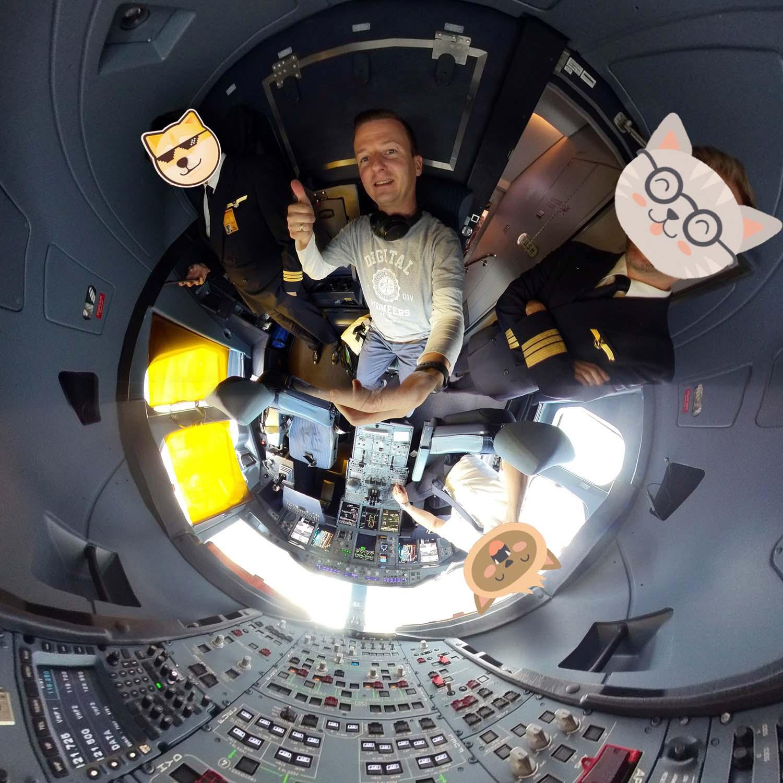 Mit TinyPlanet-Aufnahmen die ganze Welt bestaunen - auch im Lufhansa-Cockpit mit PanoClip in 360 Grad!