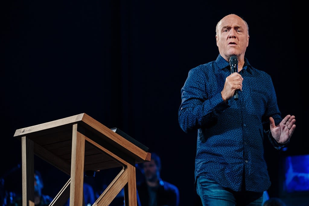 Greg Laurie preaching Never Loose Hope