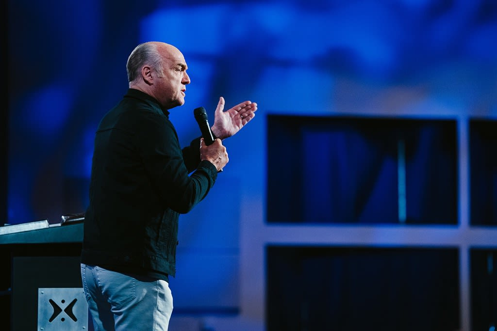 Greg Laurie shares the message Happy Feet at Harvest Christian fellowship taken from the book of Romans