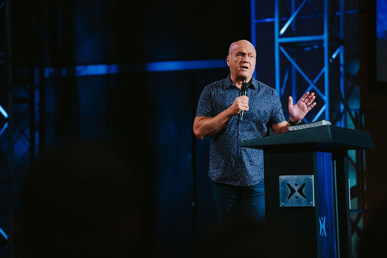 "Pastor Greg Laurie shares a message from John  11 titled ""Hope for Hurting Hearts"" in our ""Sunday Morning"" series at Harvest Christian Fellowship."