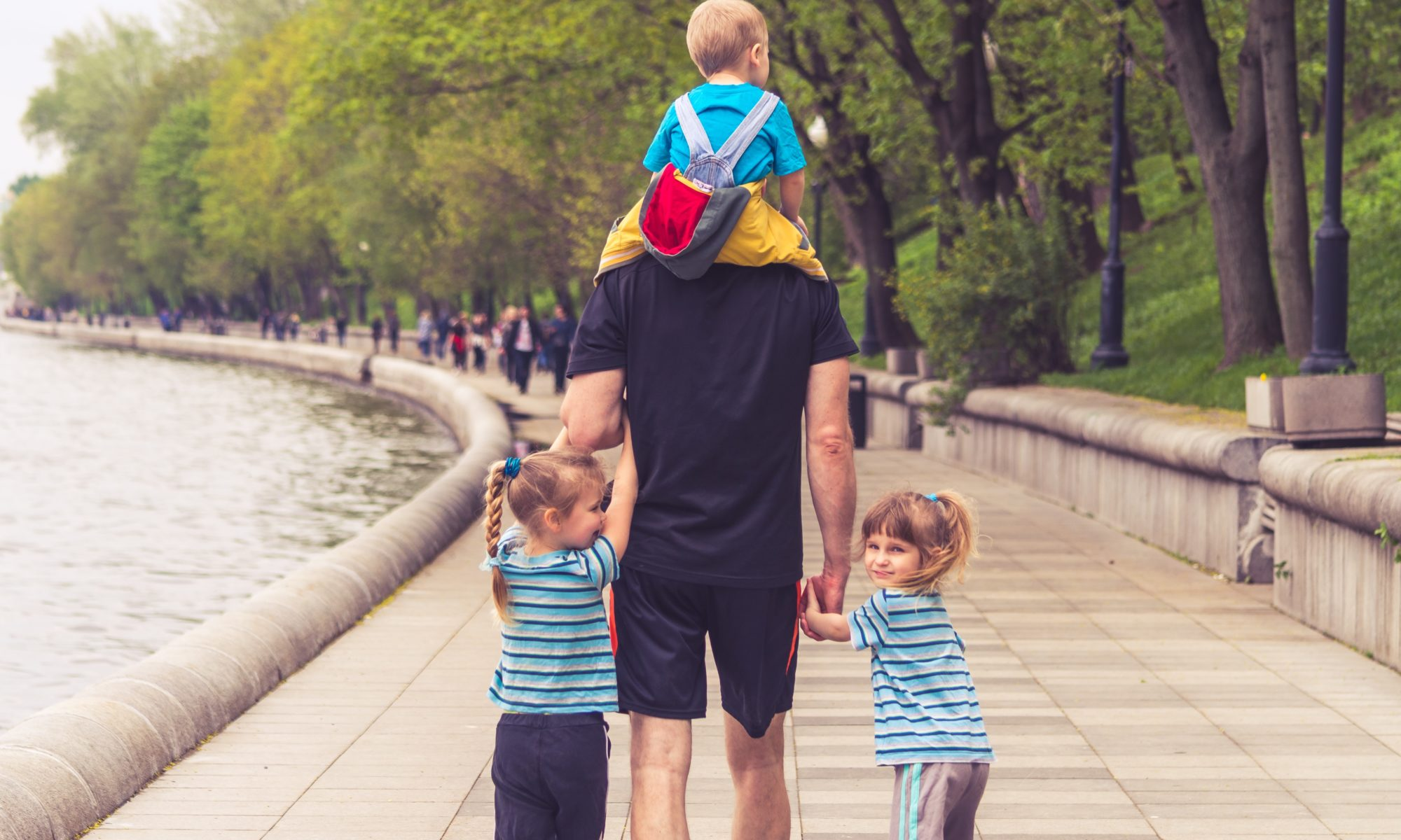 dad-with-three-kids