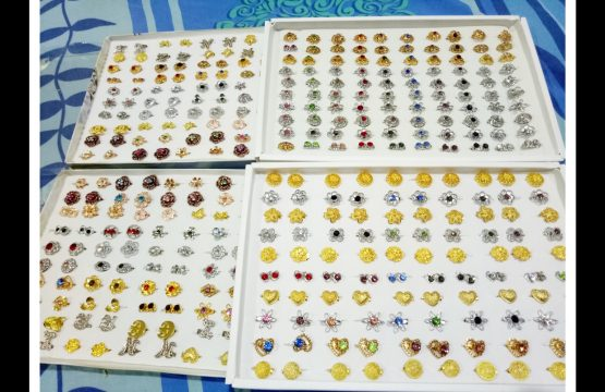 30 baby brooches mix random