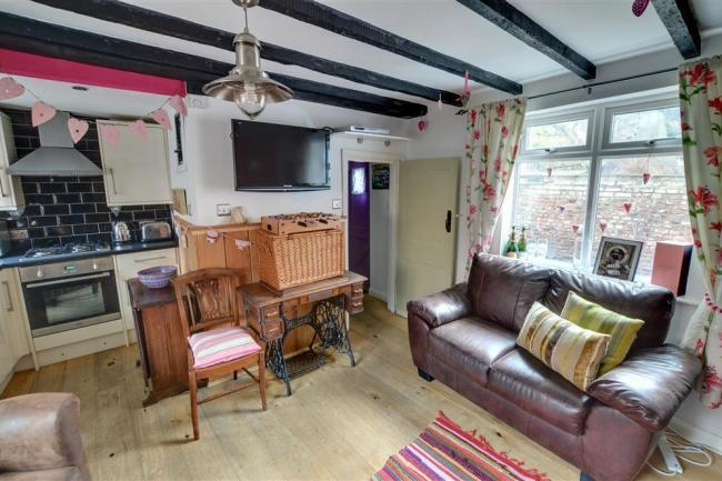Candyfloss Cottage Holiday Cottage in Whitby, North ...