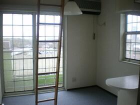 ベルピア妙蓮寺 205号室のバルコニー