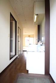 コスモヴィラ 203号室の玄関
