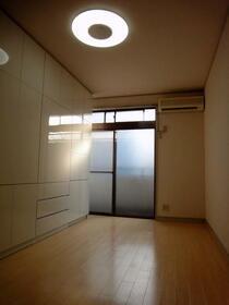グランジャ横浜 203号室のリビング