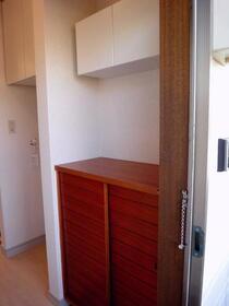 グランジャ横浜 203号室の収納