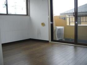 ダイアパレスステーションプラザ都賀 205号室のリビング