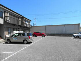 堀ハイツ2 201号室の駐車場