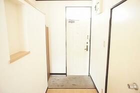 プリムローズハウス 203号室の玄関