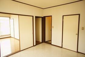 BM 202号室のリビング