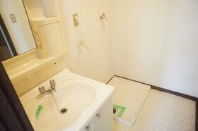 BM 202号室の洗面所