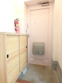 岸ハイツ 102号室の玄関