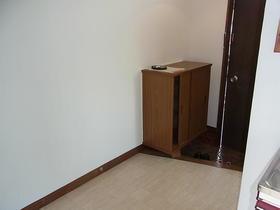 新井荘 201号室の玄関
