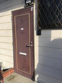 リヴェールハナブサ 101号室の玄関