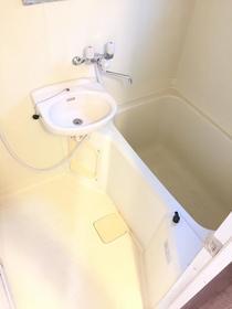リヴェールハナブサ 101号室の風呂