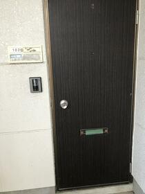 メゾン前原 102号室の玄関