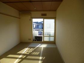 石井ハイツ 201号室のリビング