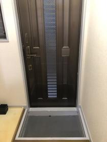 フラッツ神之木台 101号室の玄関