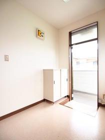 サンワハイツ 5号棟 201号室の玄関