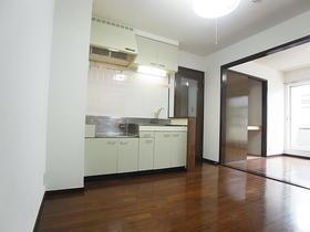 成城グリーンテラス2番館 102号室のキッチン