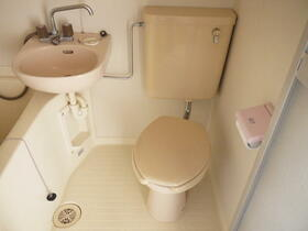 山崎ビル 3C号室のトイレ