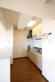 YAMASUマンション砂原 202号室のキッチン
