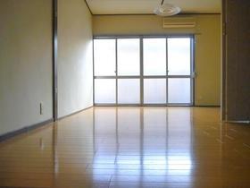 いでマンション 3号室のリビング