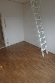 フルート元町 202号室の居室