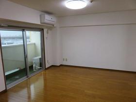 横浜森町分譲共同ビル 1106号室のリビング