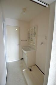 リブ 302号室の洗面所