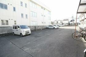 波奈コーポ 202号室の駐車場