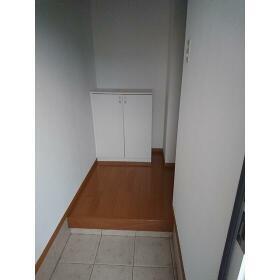 ウィステリア ハイツ 102号室の玄関