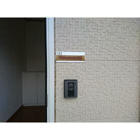ウィステリア ハイツ 102号室のエントランス