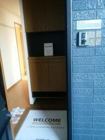 プルミエ徳聖 D 102号室の玄関