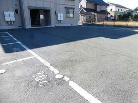 ディアコート 201号室の駐車場