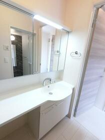 ファミーユ 105号室の洗面所