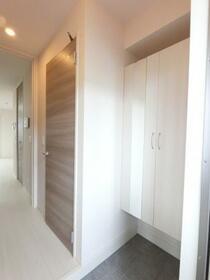 ファミーユ 105号室の玄関