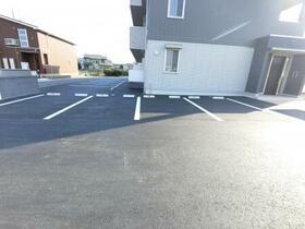 ボヌール 105号室の駐車場